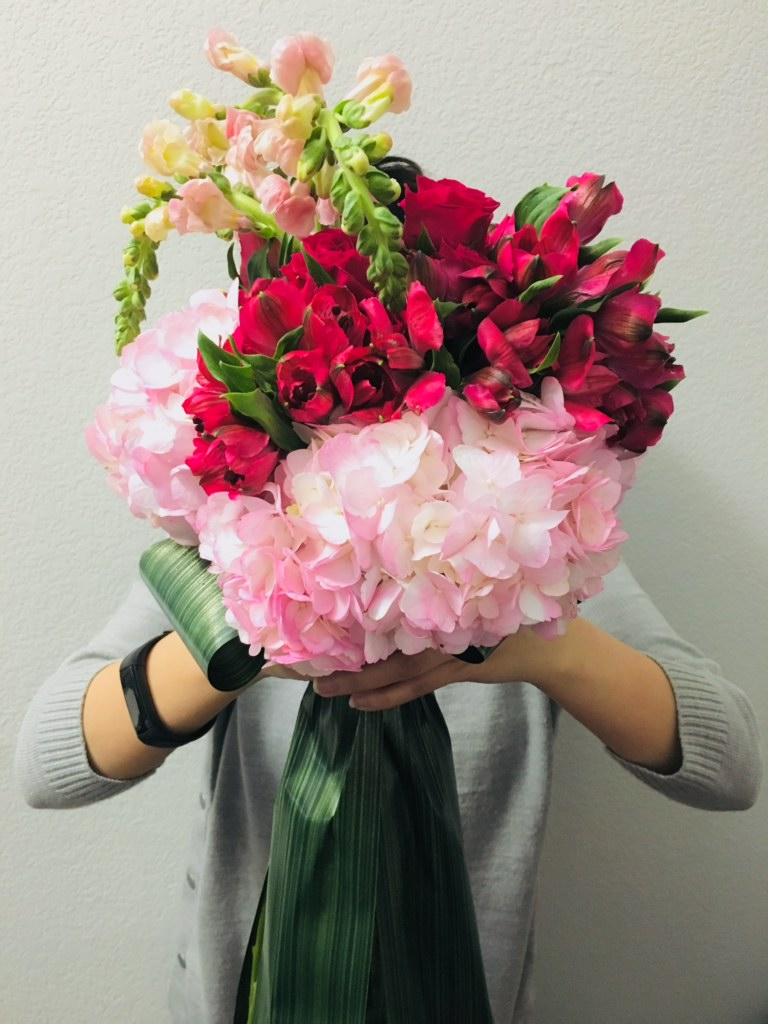 flower bouquet, hand-tied bouquet, modern, valentine's day