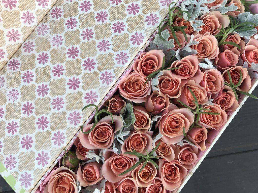 Spray Roses in a box