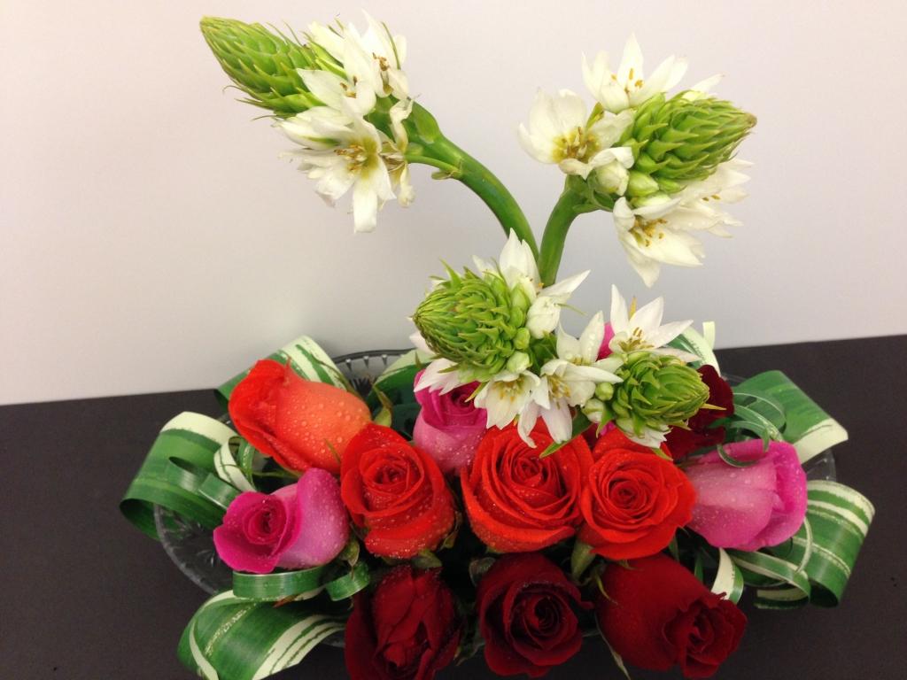 low flower arrangement, modern, contemporary