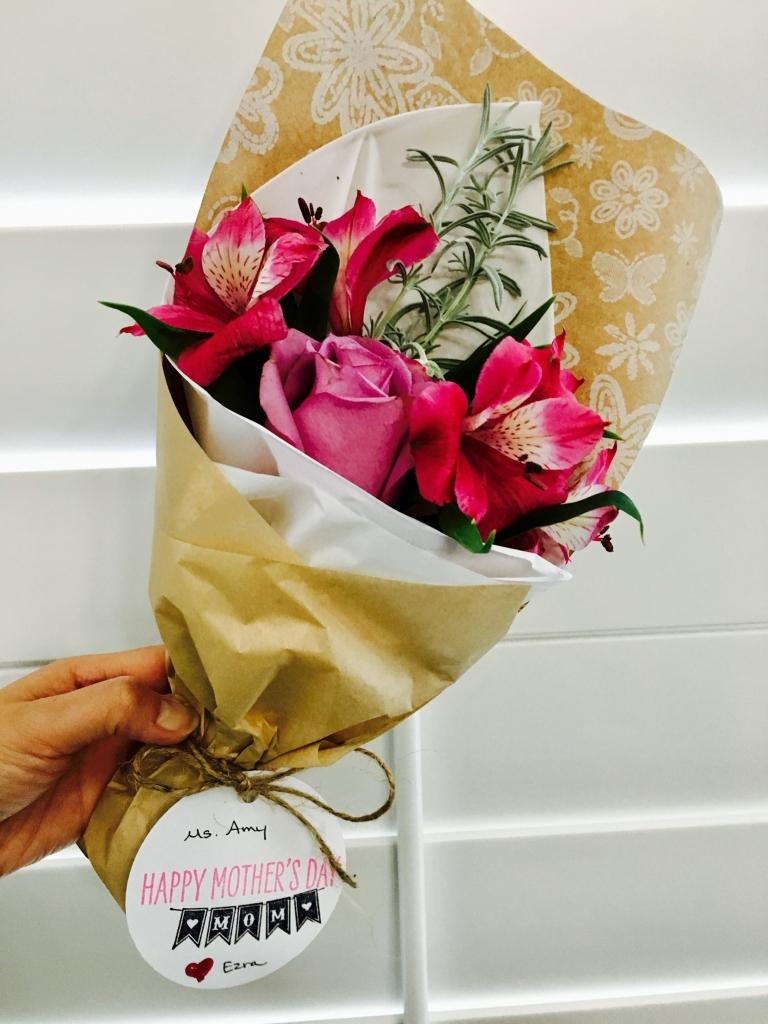 flower bouquet, hand-tied bouquet, modern, kraft paper