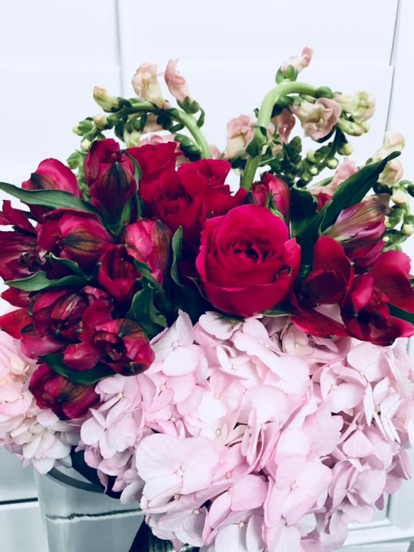 flower bouquet, hand-tied bouquet, modern, valentine's day