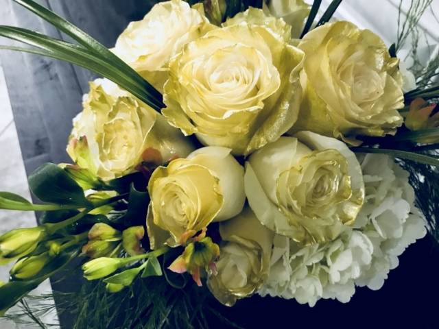 flower bouquet, hand-tied bouquet, modern, white and gold