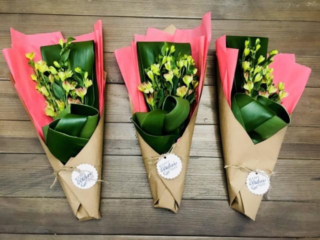 flower bouquet, hand-tied bouquet, modern, kraft paper, mother's day