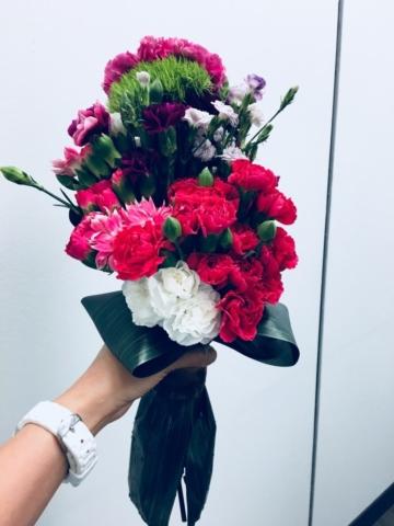 flower bouquet, hand-tied bouquet, modern, carnations